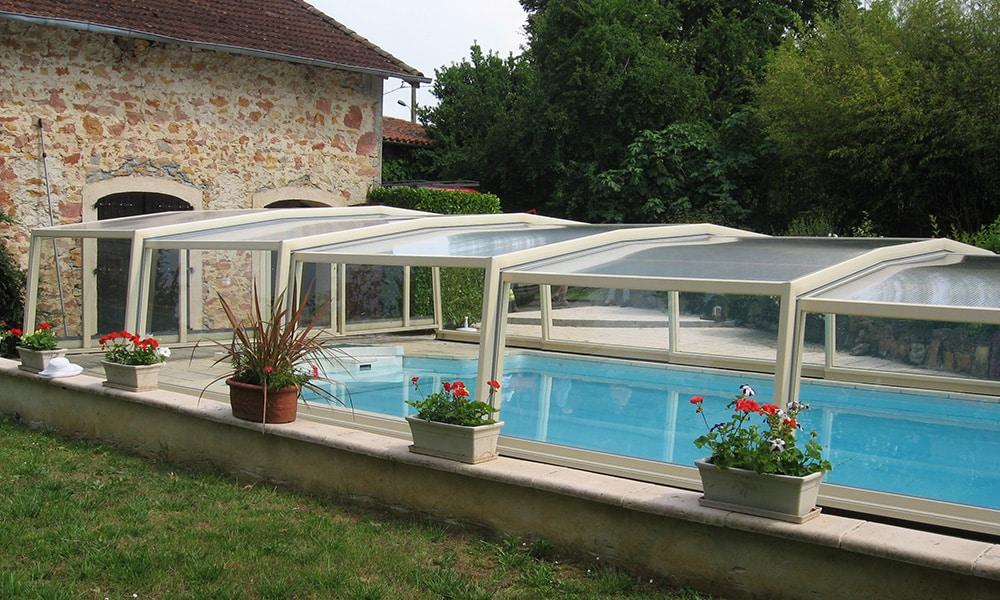 Discret middelhoge zwembadoverkapping - Latoue, Frankrijk