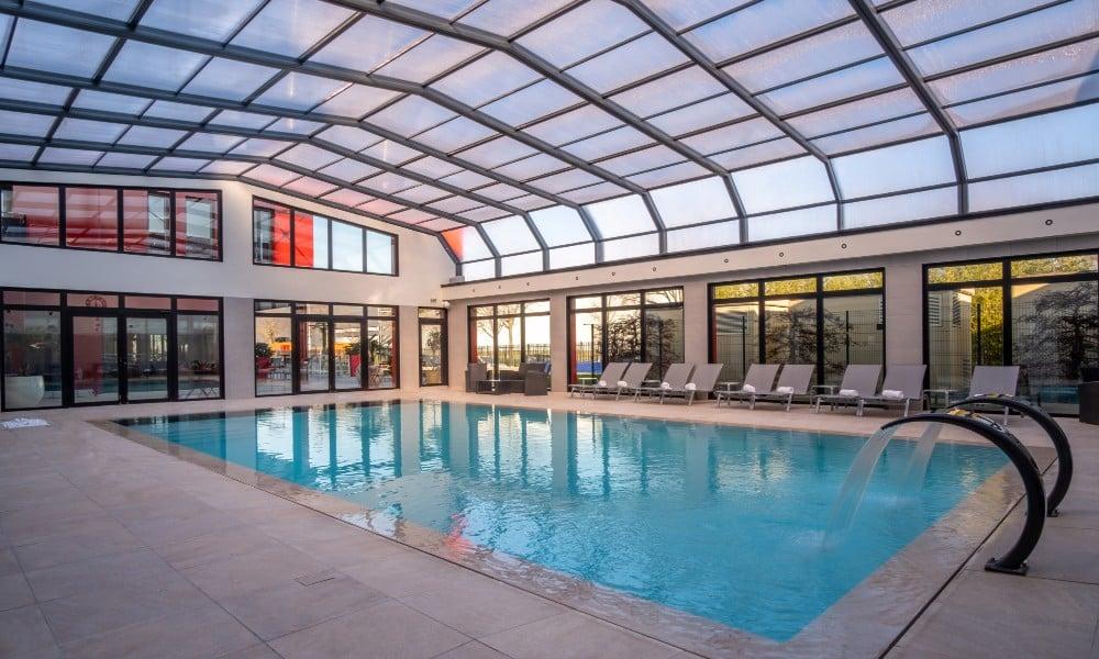 Zwembad overkappingen voor professionals - Hotel Kyriad, Frankrijk